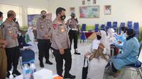 Kapolda Banten, Irjen Pol Rudy Heriyanto, Meninjau Gerai Vaksin Presisi Untuk Pelajar Di Kota Serang. (Senin, 19/07/2021). (Dokumentasi Polres Serang Kota).