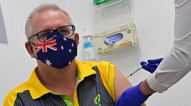 PM Australia Scott Morrison disuntik vaksin COVID-19 pertamanya, menandai awal dari program vaksinasi di negeri kanguru (AFP PHOTO)