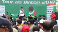 Menteri Pendayagunaan Aparatur Negara dan Reformasi Birokrasi (PANRB) Asman Abnur membuka Tour de Bintan 2018 di Kepulauan Riau, Sabtu (24/03/2018). (foto: istimewa)