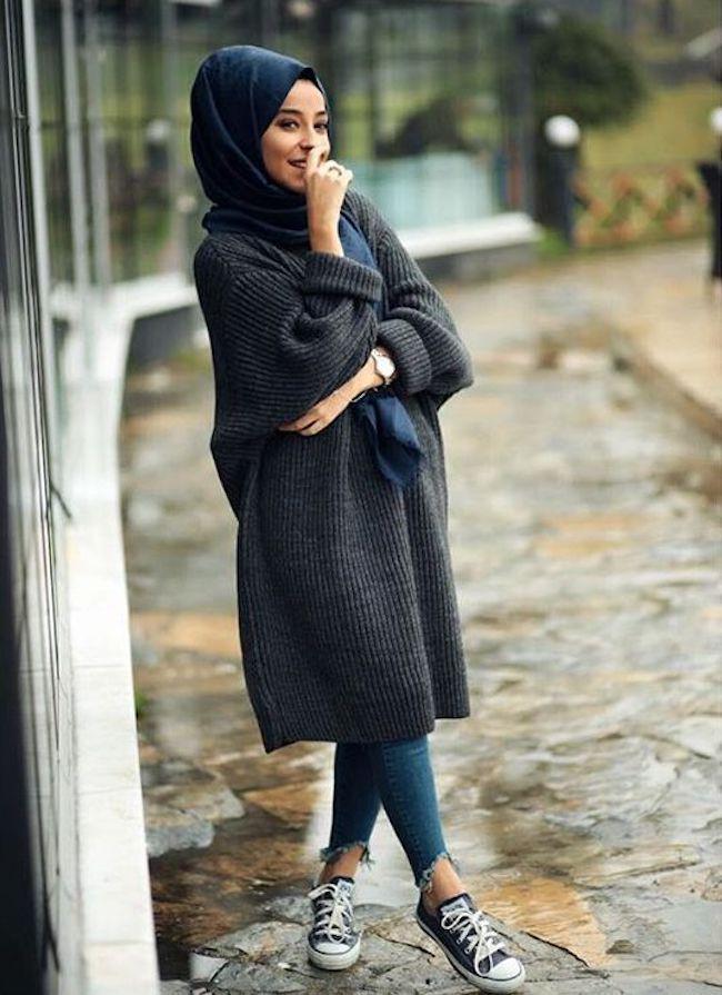 Padu padan busana hijab dengan sweater oversize. (sumber foto: pinterest.com/pinterest)