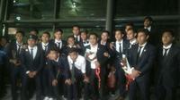 Timnas Indonesia U-22 tiba di Tanah Air usai tampil pada ajang SEA Games 2017 Kuala Lumpur, Malaysia. Timnas Indonesia U-22 meraih medali perunggu sepak bola. (Liputan6.com/Pramita Tristiawati)