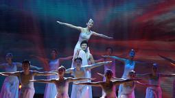 """Para seniman dari Kelompok Seni Pertunjukan Penyandang Disabilitas China menari dalam pertunjukan bertajuk """"My Dream"""" di Nanjing, Provinsi Jiangsu, China timur (3/12/2020). (Xinhua/Ji Chunpeng)"""