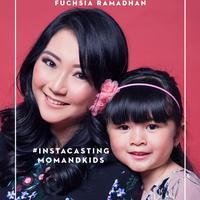 Pengin tampil di fashion spread Fimela.com dan mendapatkan sejumlah hadiah menarik dengan total Rp 25 juta? Langsung aja daftar ke 'Fabulous Mom and Kids Instacasting'. (Fimela.com)