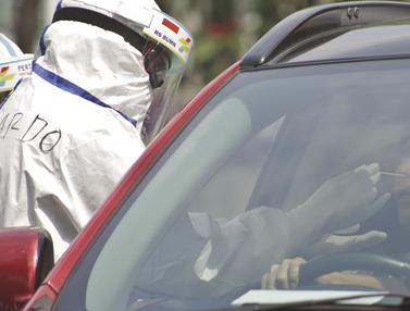 FOTO: Layanan Swab Test Drive Thru di Jakarta