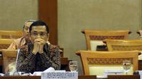 Menteri Perindustrian Saleh Husin  saat mengikuti rapat dengan Komisi VI DPR RI di Kompleks Parlemen, Jakarta, Kamis (26/11/2015). (Liputan6.com/Helmi Fithriansyah)