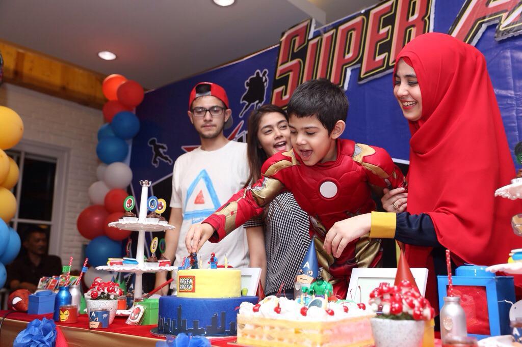 Sejak Risty Tagor dan Rifky Balweel memutuskan bercerai (2014), keduanya bergantian untuk merayakan ulang tahun anak hasil dari pernikahannya. (Andy Masela/Bintang.com)
