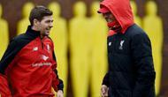 Steven Gerrard dan Jurgen Klopp di sesi latihan Liverpool (Metro/Liputan6.com)