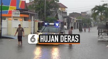 Hujan deras yang terjadi di Pangkal Pinang, Bangka Belitung, sejak Senin (4/11/2019) siang hingga menjelang sore mengakibatkan ratusan rumah tergenang banjir.