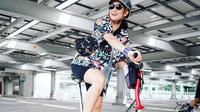 Dian Sastrowardoyo menjadikan bersepeda sebagai hobi barunya (Dok.Instagram/@therealdisastr/https://www.instagram.com/p/CE37k1vBKLJ/Komarudin)