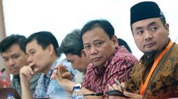 Ketua Bawaslu, Abhan (kedua kanan) saat menghadiri rapat Rekapitulasi Hasil Penghitungan Perolehan Suara Tingkat Nasional dan Penetapan Hasil Pemilihan Umum Tahun 2019, Jakarta, Minggu (5/5/2019). Rapat dihadiri partai politik, timses Capres/Cawapres dan Bawaslu. (Liputan6.com/Helmi Fithriansyah)