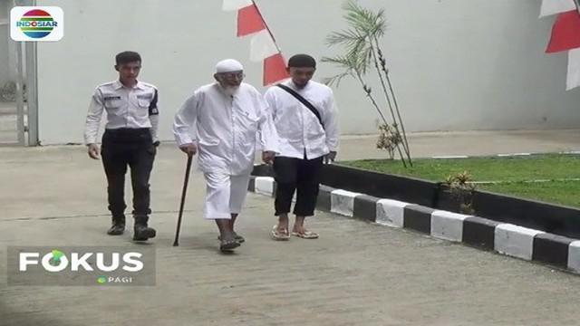 Kuasa hukum Abu Bakar Baasyir mengaku belum pernah disodori syarat-syarat pembebasan Baasyir termasuk harus tanda tangani surat pernyataan setia pada NKRI dan Pancasila.