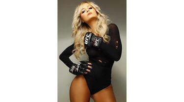 Video mengintip dari dekat pesona Jhenny Andrade Octagon Girl yang berperan sebagai gadis pemanis di laga tarung bebas Ultimate Fighting Champions (UFC).