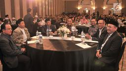 Menteri Pertahanan Ryamizard Ryacudu (tengah) saat menghadiri Silaturahmi dan Halalbihalal bersama Presidium Alumni 212 di Hotel Sangri-la, Jakarta, Kamis (27/6/2019). Acara ini bertujuan merajut kembali persatuan dan kesatuan serta menjaga kedamaian usai Pemilu 2019. (merdeka.com/Iqbal Nugroho)