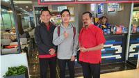 Gibran Rakabuming Raka bersama pasangan Purnomo-Teguh tiba di Jakarta untuk ikut uji kelayakan di DPP PDIP. (Liputan6.com/Fajar Abrori)