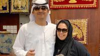 Yenny Wahid dan suami menjajal mengenakan busana tradisional Uni Emirat Arab saat berkunjung ke Dubai (Dok. Instagram/https://www.instagram.com/p/BpV19qng1CA/?hl=en&taken-by=yennywahid/Komarudin)