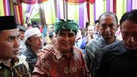 Dimas Kanjeng muncul di hajatan pernikahan anaknya. (Liputan6.com/ Dian Kurniawan)