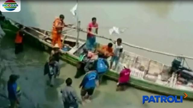 Jenazah Nafi Sulaiman (3,5tahun) warga Tambakrejo, Sidoarjo, ditemukan tewas oleh nelayan sekitar 10 kilometer dari tempatnya tenggelam di Sungai Tambekarejo.
