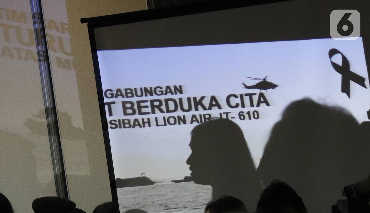 File foto pada 5 November 2018 memperlihatkan pemaparan evaluasi saat konfrensi pers proses evakuasi Lion Air JT 610 di Krisis Center, Jakarta. Konfrensi pers menginformasikan perkembangan terkini mengenai pencarian korban. (Liputan6.com/Immanuel Antonius)