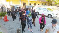 Tersangka VAP alias Vonnie setelah tiba di Bandara Sam Ratulangi Manado langsung dibawa ke Rutan Polda Sulut untuk ditahan.