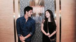 Mengingat akan menjalani hubungan jarak jauh, potret mesra keduanya pun kini akan menjadi kenangan. Memang, Ammar dan Ranty memang selalu memamerkan kemesraannya. (Instagram/ammarzoni)