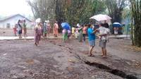 Sejumlah retakan dengan sepanjang hingga 300 meter muncul di Desa Danareja, Purwanegara, Banjarnegara usai diguyur hujan lebat. (Foto: Liputan6.com/BPBD Banjarnegara/Muhamad Ridlo)