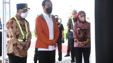 Presiden Joko Widodo saat meninjau Bandara Jenderal Besar Soedirman, Purbalingga, Jumat (11/6/2021)