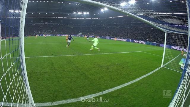 Hoffenheim melakukan salah satu blunder paling konyol musim ini dan membuat mereka akhirnya kalah 2-1 dari Schalke. Kevin Vaught m...
