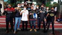 Menparekraf Sandiaga Uno bersama artis dan komunitas motor yang akan menjalani program Wonderful Ride. (Kemenparekraf)