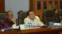 Pimpinan Komisi IX DPR Saleh Partaonan Daulay dalam rapat kerja Komisi IX DPR dengan Menkes, Mensos dan Kepala BPJS.