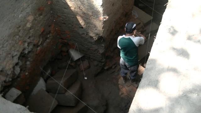Pusat Penelitian Arkeologi Nasional, Puslitarkenas,  Kementerian Pendidikan Dan Kebudayaan menemukan bangunan candi dan patirtan yang saling berkaitan pada era kerajaan kediri abad ke-9.