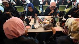 Sejumlah peserta mengikuti Lifestyle Meetup kelas beauty workshop di SCTV Tower, Jakarta, Sabtu (12/8). Acara ini juga dihadiri oleh beauty influencer Tyna Kanna Mirdad. (Liputan6.com/Helmi Afandi)