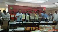 Direktorat Reserse Kriminal Khusus Polda Metro Jaya meringkus jaringan penerbit meterai palsu yang diedarkan secara online. (Foto: Merdeka.com/Dwi Aditya Putra)