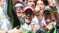 Pebalap asal Spanyol Alvaro Bautista saat balapan di Sirkuit Le Mans, Prancis. (AFP Photo/Jean Francois Monier)
