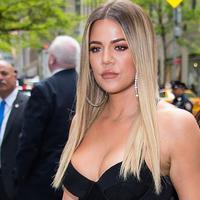 Khloe Kardashian masih belum angkat bicara mengenai hubungannya usai Tristan Thompson tertangkap selingkuh. (Getty Images/Cosmopolitan)