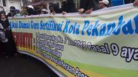 Aksi damai guru di Pekanbaru menuntut TPP dibayar oleh Pemerintah Kota Pekanbaru. (Liputan6.com/M Syukur)