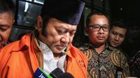 Bupati Lampung Selatan Zainudin Hasan ditahan KPK. (Liputan6.com/Faizal Fanani)