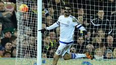 Ekspresi striker Chelsea, Diego Costa, setelah mencetak gol ke gawang Norwich City dalam laga Liga Inggris di Stadion Carrow Road, Norwich, Rabu (2/3/2016) dini hari WIB. (AFP/Ben Stansall)