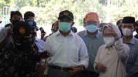 Menteri Sosial Tri Rismaharini atau Risma saat mendampingi Menko Pembangunan Manusia dan Kebudayaan Muhadjir Effendy di Lumajang, Jawa Timur. (dok Kemensos)