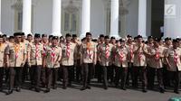 Presiden Joko Widodo (Jokowi) berfoto bersama pengurus kwartir Pramuka masa bakti 2018-2023 seusai pelantikan di Istana Merdeka, Kamis (27/12). Jokowi melantik Budi Waseso alias Buwas sebagai Ketua Kwarnas Gerakan Pramuka. (Liputan6.com/Angga Yuniar)
