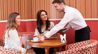 Karyawan restoran Blue 44 menerima tip yang melebihi tagihan sang pelanggan sebesar 93 dolar atau setara dengan Rp 1,2 juta.
