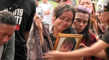 Penemuan jenazah bocah dalam sebuah karung di Bogor membuat geger warga. Ternyata sebelum ditemukan tewas, bocah tersebut sempat meminta es krim.