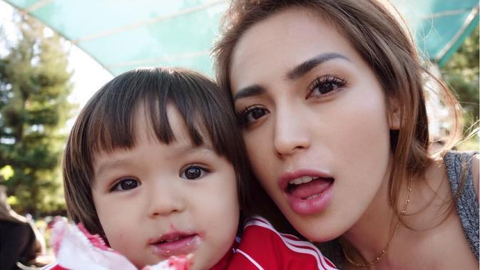 Model Rambut Baru, Anak Jessica Iskandar Makin ...