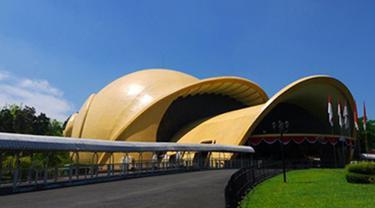 Theater IMAX Keong Emas di Taman Mini Indonesia Indah - TMII