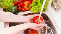Ikuti beberapa langkah berikut untuk memastikan buah dan sayur yang dikonsumsi bebas dari debu, bakteri, dan pestisida. (Foto: http://modernfarmer.com)