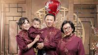 Pemotretan keluarga Ahok dengan tema Imlek (Sumber: Instagram/basukibtp)