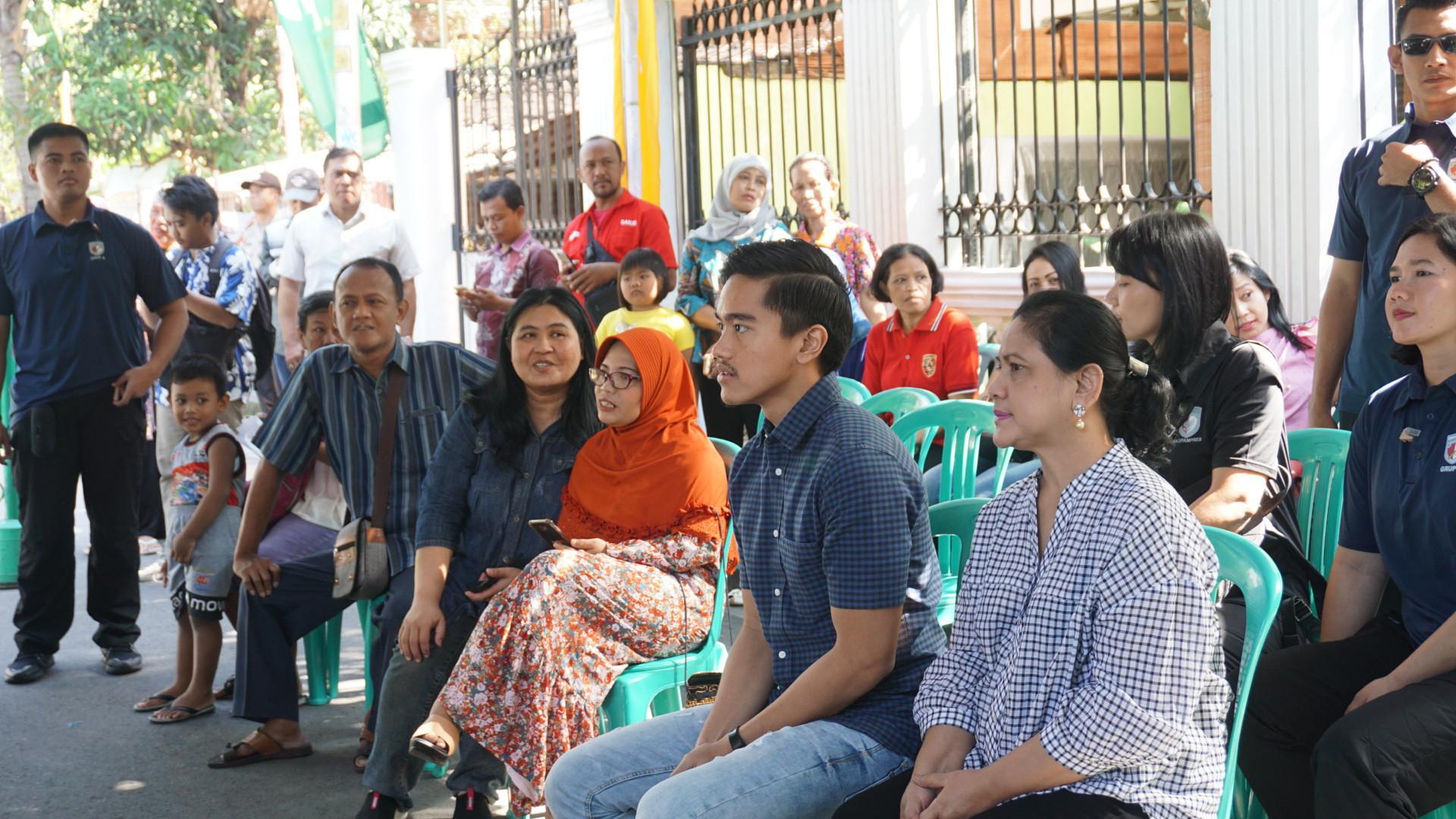 Putra bungsu Presiden Joko Widodo, Kaesang Pangarep ikut mencoblos dalam Pilkada Jawa Tengah.  (Liputan6.com/Fajar Abrori)