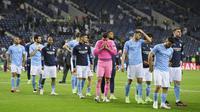 Para pemain Manchester City tampak kecewa usai ditaklukkan Chelsea pada laga final Liga Champions di Stadion Dragao, Porto, Minggu (30/5/2021). City takluk dengan skor 1-0. (Jose Coelho/Pool via AP)