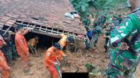 Dokumentasi Basarnas Banten saat menemukan korban satu keluarga.  (Foto: Liputan6.com/Basarnas/Yandhi Deslatama)