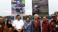 Menko Maritim Luhut Pandjaitan, Gubernur BI Agus Martowardojo bersama MD IMF Christine Lagarde melakukan kunjungan ke TPI Cilincing, Jakarta, Rabu (28/2/2018). (Ilyas/Liputan6.com)