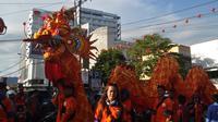 Ribuan warga memadati ruas jalan utama di Kota Pontianak, Kalimantan Barat, menyaksikan perayaan Cap Go Meh 2569 atau tahun 2018 Masehi. (Liputan6.com/Raden AMP)